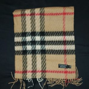 Burberry Iconic Giant Scarf